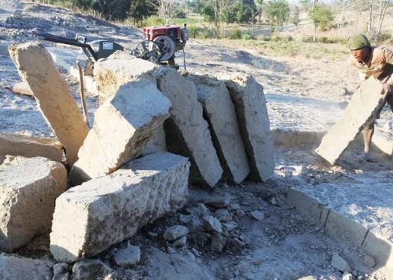 Nusabali.com - penambang-batu-pondasi