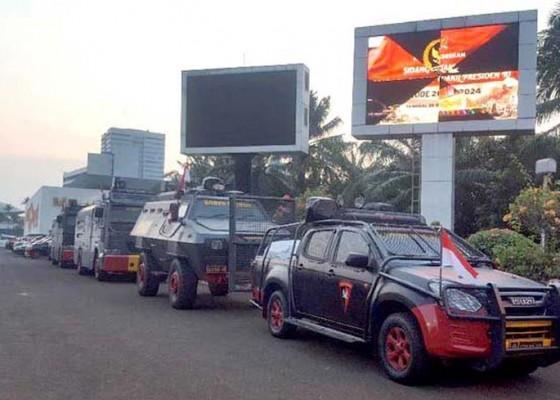Nusabali.com - pengamanan-gedung-dpr-diperketat
