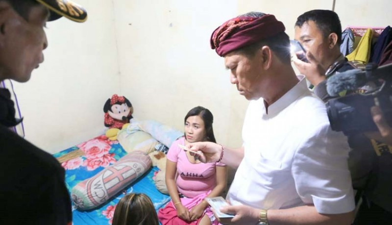 www.nusabali.com-bupati-sidak-warung-lalapan-remang-remang-di-nusa-penida