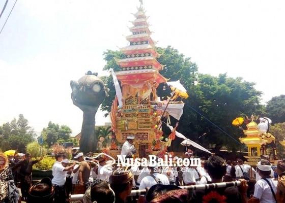 Nusabali.com - nyama-loloan-iringi-palebon-panglingsir-puri-negara