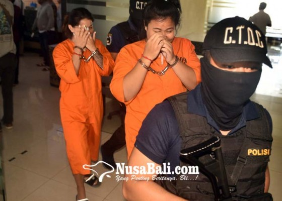 Nusabali.com - bawa-1-kilogram-shabu-dua-perempuan-thailand-dijuk-saat-tiba-di-bandara