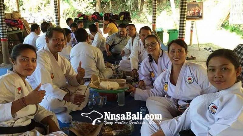 www.nusabali.com-wasit-dan-juri-karate-bali-magibung-di-penaban