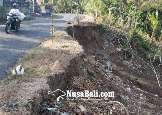 Nusabali.com - jalan-nyaris-ambles-di-pangkung-liplip