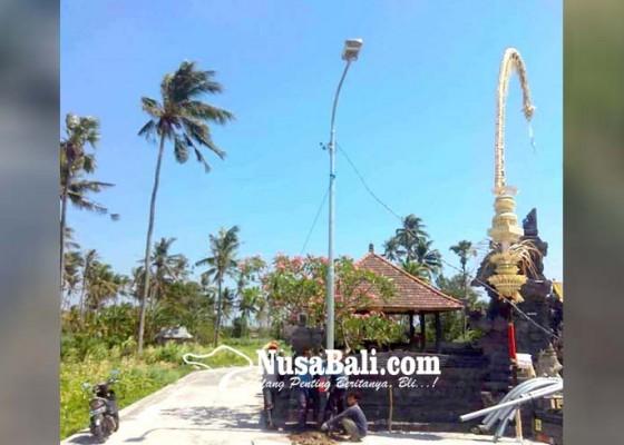 Nusabali.com - dishub-pasang-7-lpj-di-jalur-melasti-pantai-amed