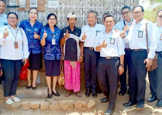Nusabali.com - donasi-pegawai-pln-listriki-ratusan-rumah-di-bali