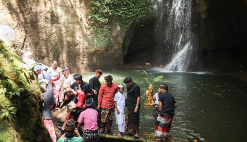 www.nusabali.com-bupati-mahayastra-resmikan-suwat-waterfall