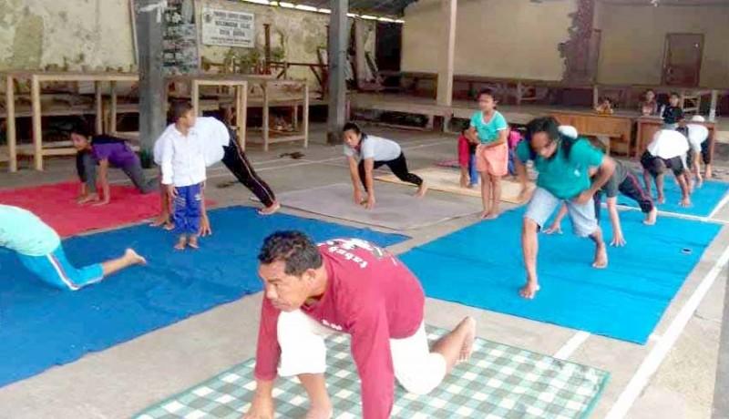 www.nusabali.com-cek-kesehatan-dan-yoga-di-banjar-pegubugan