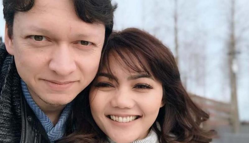 www.nusabali.com-rina-nose-menikah-sahabat-tak-diundang