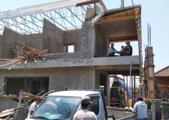 Nusabali.com - tertimpa-tembok-buruh-tewas-mengenaskan