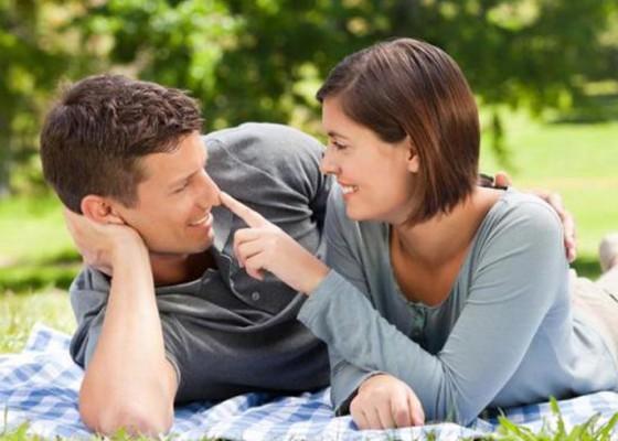 Nusabali.com - istri-bahagia-saat-melihat-suami-bahagia