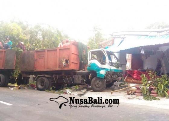 Nusabali.com - tabrakan-beruntun-truk-dlh-hantam-warung