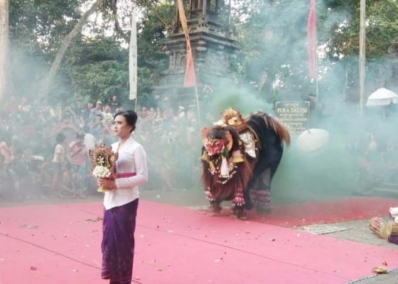 Nusabali.com - desa-kukuh-gelar-parade-barong-bangkung-di-dtw-alas-kedaton