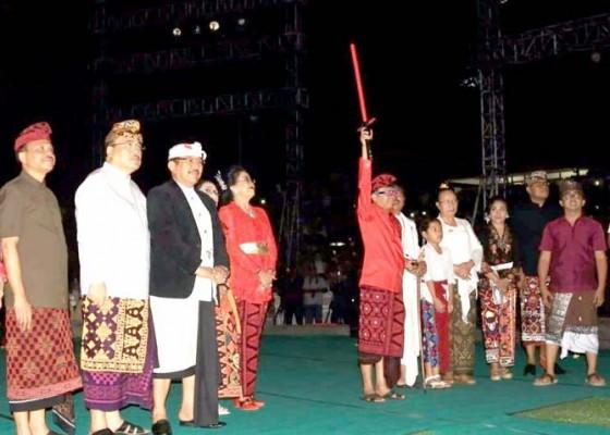 Nusabali.com - gubernur-dorong-gairah-berkesenian-kaum-milenial