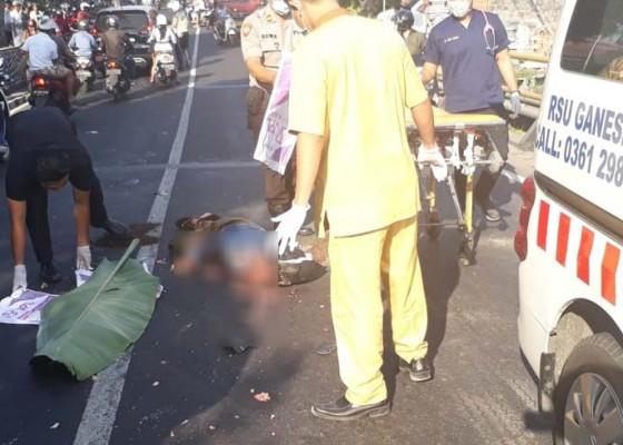 Nusabali.com - nyalip-pemotor-tewas-dilindas-truk