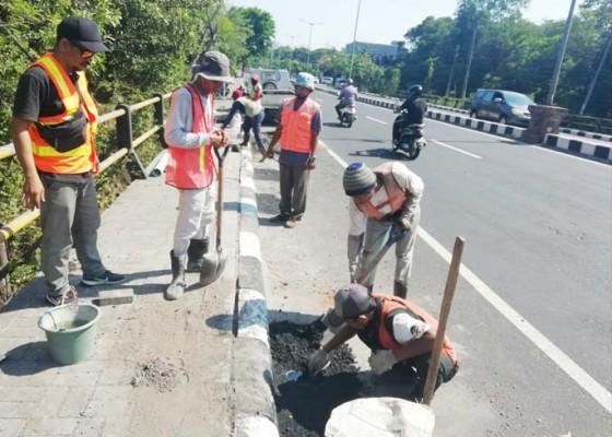 Nusabali.com - balai-jalan-nasional-perbaiki-sejumlah-titik-di-jalan-bypass