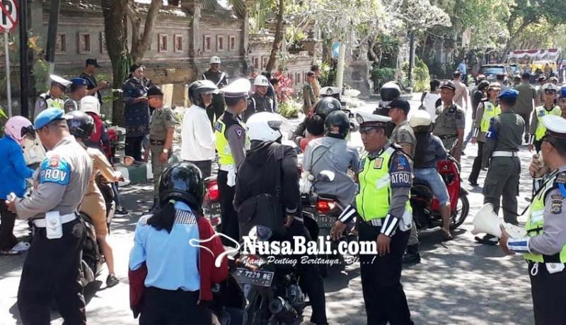 www.nusabali.com-puluhan-pelanggar-lalu-lintas-dan-kependudukan-sidang-di-tempat