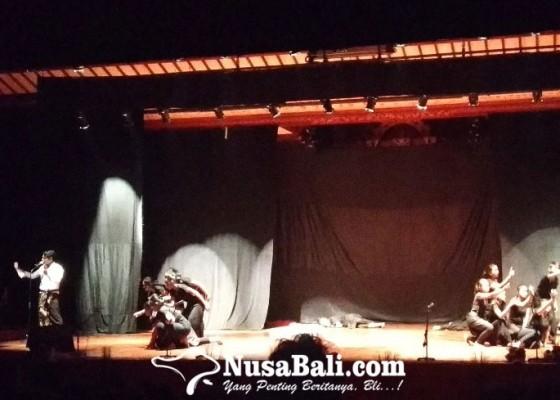 Nusabali.com - parade-pertunjukan-puisi-bali-di-festival-bali-jani