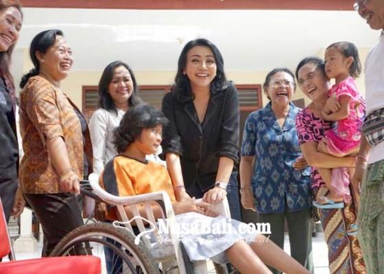 Nusabali.com - kunjungi-lansia-dan-disabilitas-di-dua-kecamatan