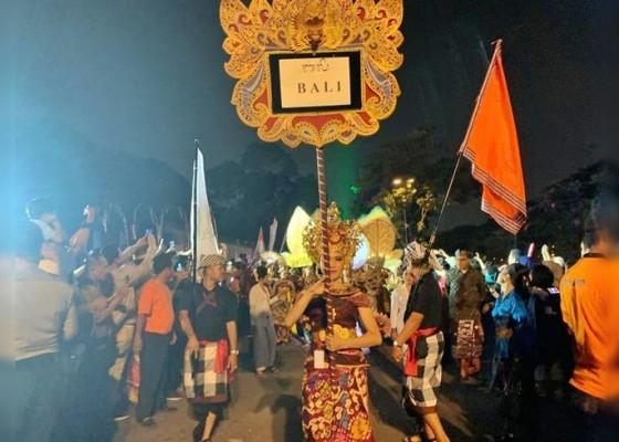 Nusabali.com - penampilan-bali-jadi-obyek-berfoto-penonton-di-pawai-pkn-2019