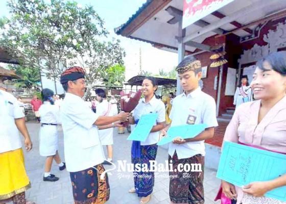 Nusabali.com - kasek-sma-pgri-apresiasi-pemenang-film-dokumenter