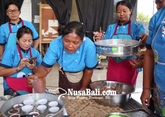Nusabali.com - diharapkan-jadi-wirausaha-pkk-dilatih-membuat-kue