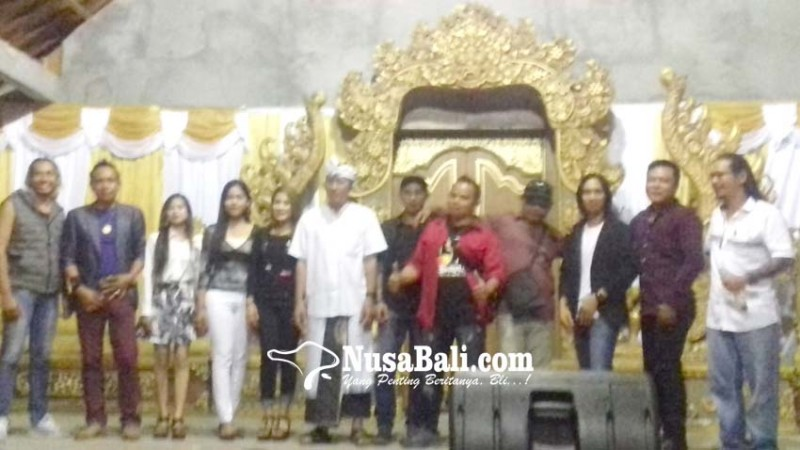 www.nusabali.com-click-radio-pertemukan-penggemar-dengan-penyanyi-idola