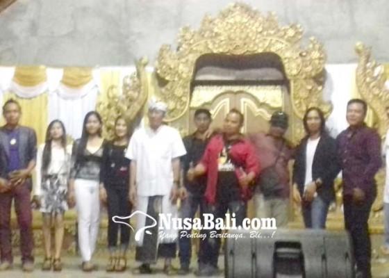 Nusabali.com - click-radio-pertemukan-penggemar-dengan-penyanyi-idola
