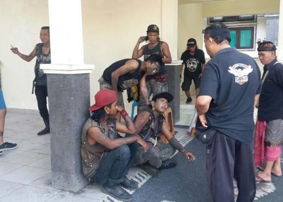 Nusabali.com - kerap-bikin-ulah-satpol-pp-amankan-10-pemuda-punk