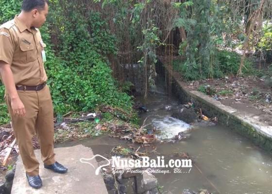 Nusabali.com - jalan-raya-desa-mas-langganan-banjir