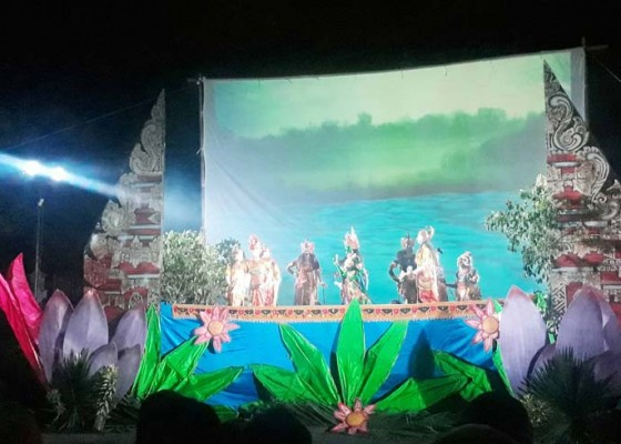 Nusabali.com - wayang-golek-modern-banjir-penonton