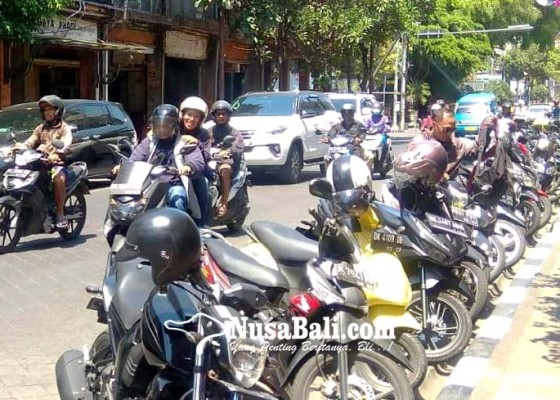 Nusabali.com - larangan-parkir-dicueki-dishub-ancam-gembok-roda