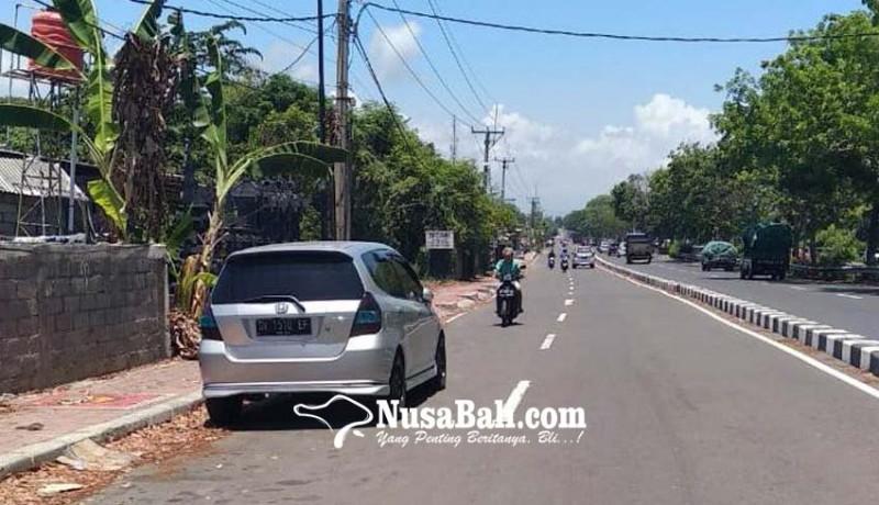 www.nusabali.com-parkir-sembarangan-picu-laka