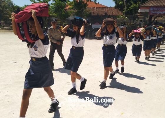 Nusabali.com - gempa-ratusan-siswa-taman-sastra-dievakuasi-ke-bukit-four-season