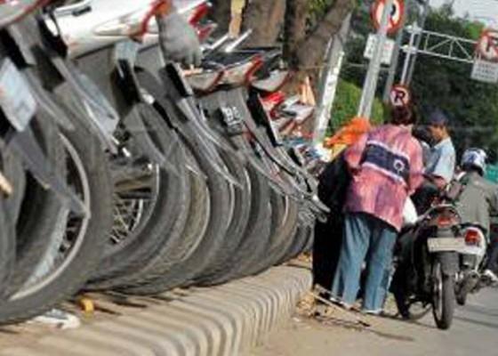 Nusabali.com - badung-berencana-naikkan-pajak-parkir