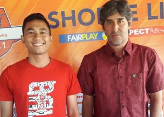 Nusabali.com - ricky-fajrin-jadi-centerback