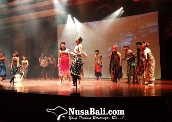 Nusabali.com - pan-balang-tamak-disajikan-dalam-komedie-stamboel