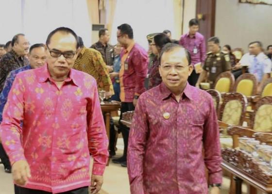 Nusabali.com - dprd-sepakat-sejumlah-raperda-yang-dirancang-gubernur-koster