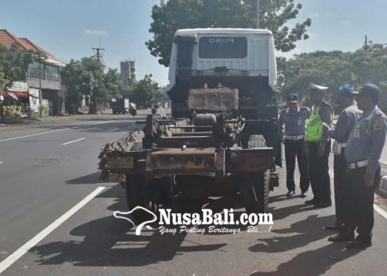 Nusabali.com - truk-nginap-5-hari-di-tengah-jalan