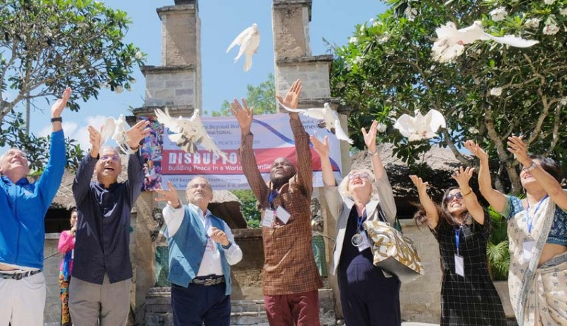 www.nusabali.com-150-peserta-kongres-perdamaian-internasional-estafetkan-obor