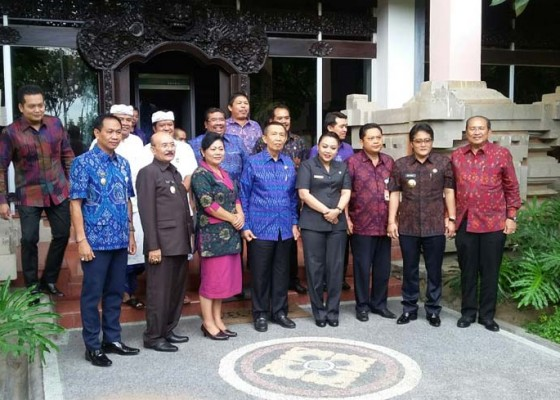 Nusabali.com - pastika-undang-lagi-bupati-walikota