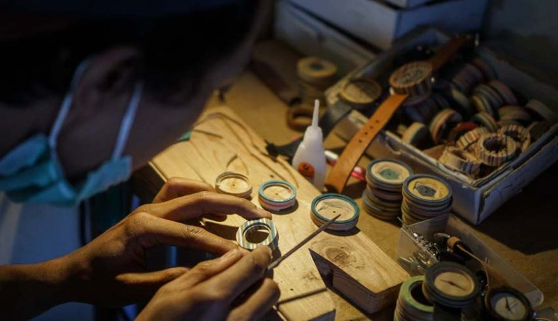 www.nusabali.com-kerajinan-jam-tangan-kayu