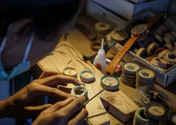 Nusabali.com - kerajinan-jam-tangan-kayu