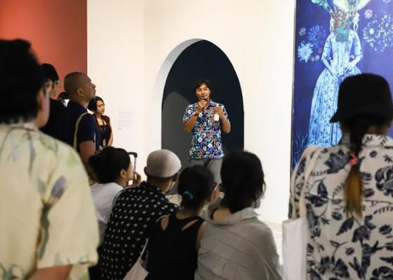 Nusabali.com - seniman-art-o-bali-2019-ajak-pengunjung-berinteraksi