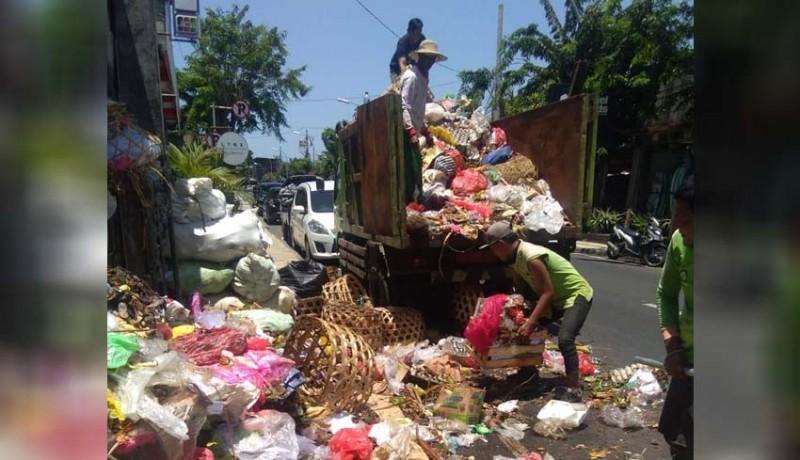 www.nusabali.com-dinas-lhk-angkut-35-truk-sampah-dari-kuta