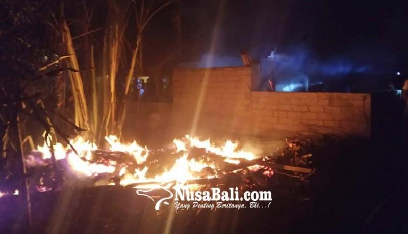 www.nusabali.com-ditinggal-sembahyang-warung-hangus-terbakar