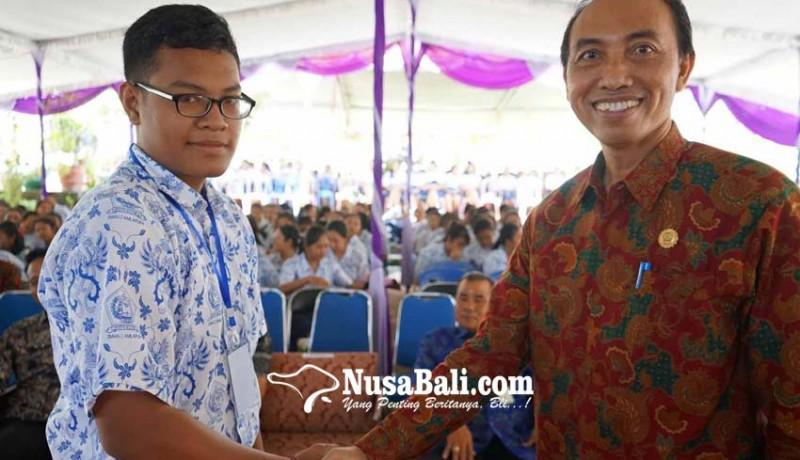 www.nusabali.com-made-adi-menangkan-pemilos-sman-2-amlapura