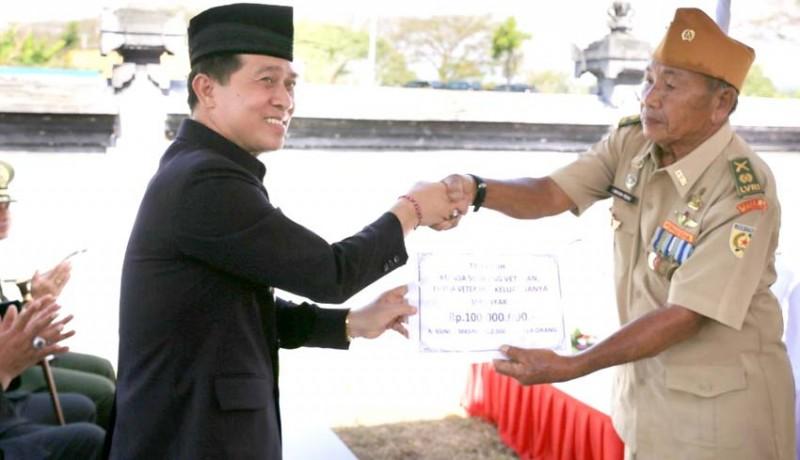 www.nusabali.com-bupati-suwirta-beri-veteran-bantuan-tali-kasih
