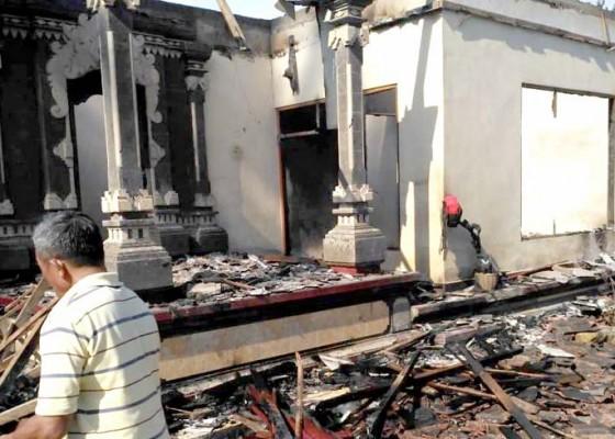 Nusabali.com - rumah-terbakar-uang-tunai-sekitar-rp-10-juta-jadi-abu