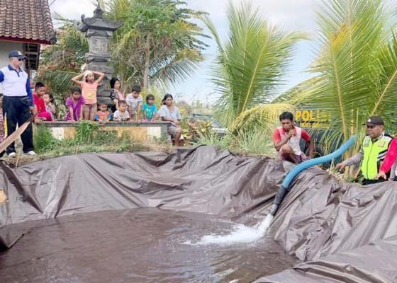 Nusabali.com - polisi-kembali-salurkan-air-bersih-ke-sari-kuning