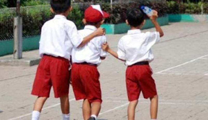 www.nusabali.com-ada-permainan-siswa-sd-dengan-menggelantung